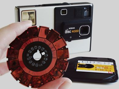 1200px-Camera_Kodak_Disc_4000_with_disc_film